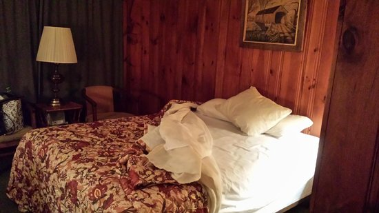 Eighteen-Thirty House Motel: real wood panel walls- not cheap paneling