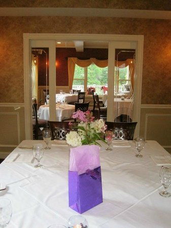 Dining Room at The Inn at Thorn Hill and Spa: Private dining room for events