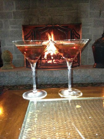 Harborside Hotel & Marina: Lobby fireplace