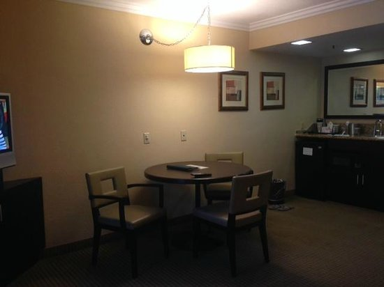 Radisson Suites Hotel Anaheim - Buena Park: Dining Area