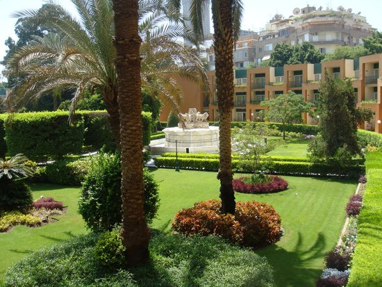 JW Marriott Hotel Cairo: Beautiful gardens