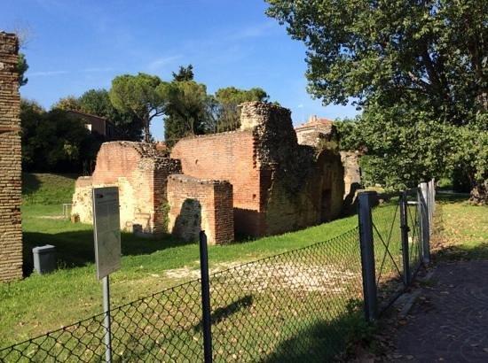Anfiteatro Romano: амфитеатр