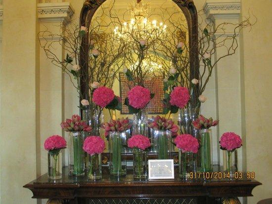 The Shelbourne Dublin, A Renaissance Hotel: lobby flower arrangement