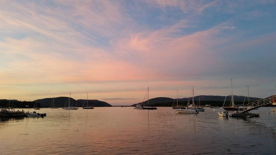 The Moorings Inn Waterfront: Somes Sound