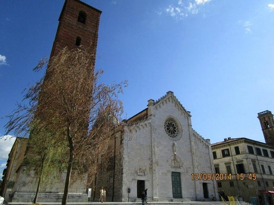 Mediterraneo Albergo: Chiesa di Pietrasanta esterno