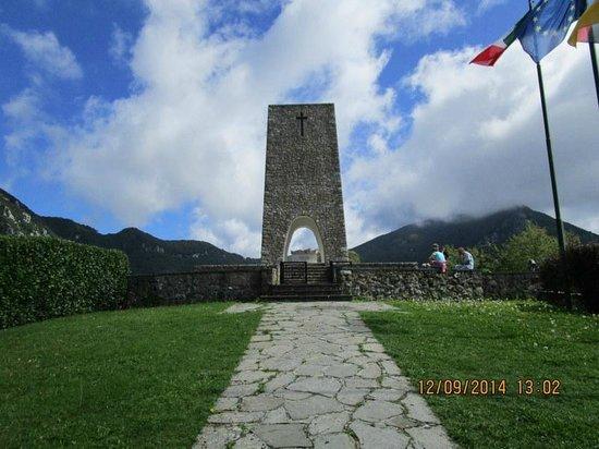 Mediterraneo Albergo: Sant' Anna di Stazzema Monumento dei Caduti