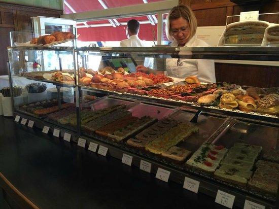 Zum Schwarzen Kameel: Various selection of sandwiches and desserts