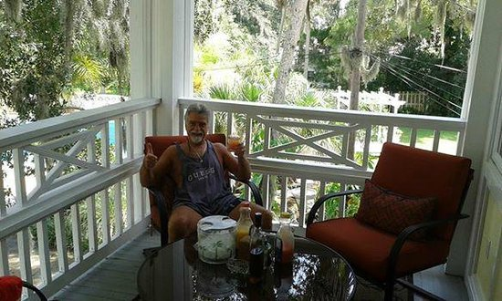 River Lily Inn Bed & Breakfast : Relaxing on the Sea Breeze terrace