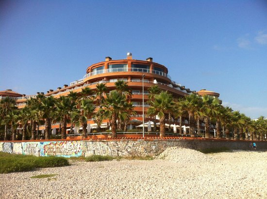 Sunway Playa Golf Hotel & Spa Sitges : Hotel from the beach