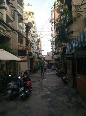 Beautiful Saigon Hotel 2: View of the alley the Hotel is on