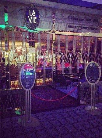 La Vie Champagne Lounge