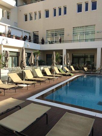 Novotel Avignon Centre: la piscina