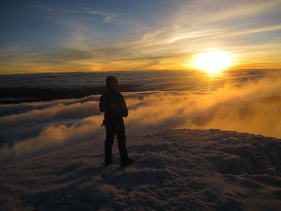 Machachi, Ekvador: Sunrise at Cotopaxi Summit
