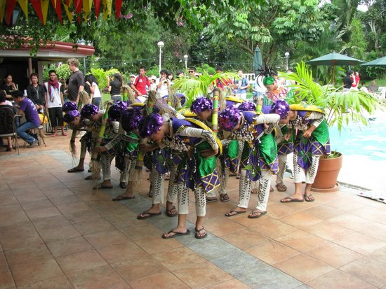 Montebello Villa Hotel : Sinolog dancers by the pool in 2009