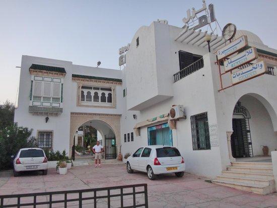 Hotel Emira : Hotellet fra gaden.