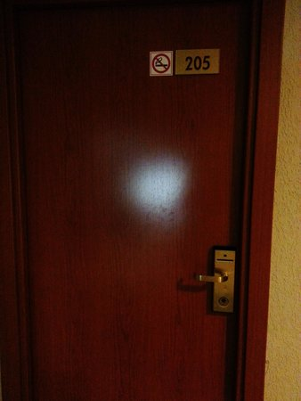 Hotel Las Palmeras: Dont stay in this room!