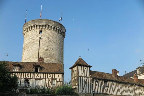 Le Vieux Moulin de Vernon : THE ARCHIVES TOWER