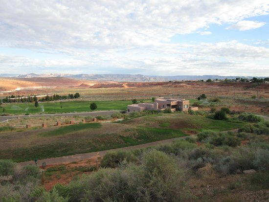 Quality Inn at Lake Powell : View from hotel parking lot