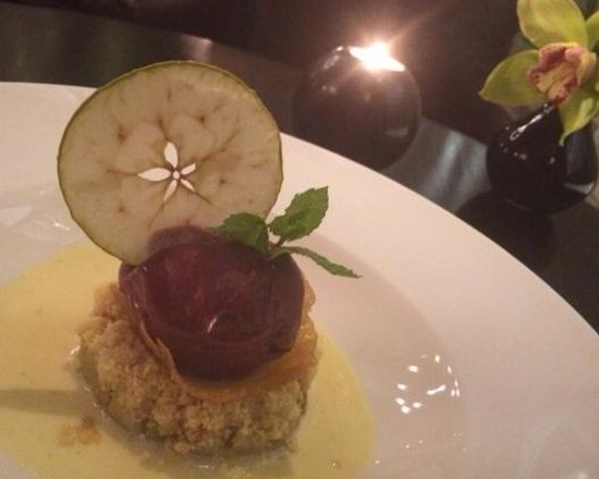 Hunter 486 at The Arch London: Apple  and Pear crumble - delicious.
