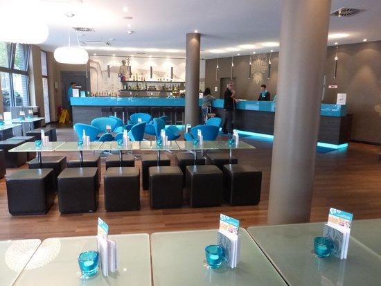 Motel One Berlin-Bellevue : Lobby, ansprechend und modern