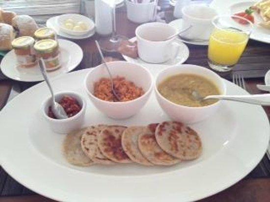 Anilana Pasikuda: sri lankan breakfast: roti and dhal curry
