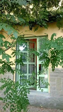 B&b Ulivi di Castello : ingresso di una delle stanze che si affacciano sul giardino
