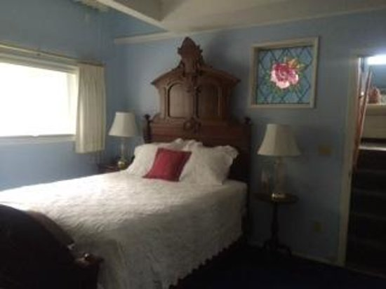 Camai Bed and Breakfast Inn: rose suite bedroom