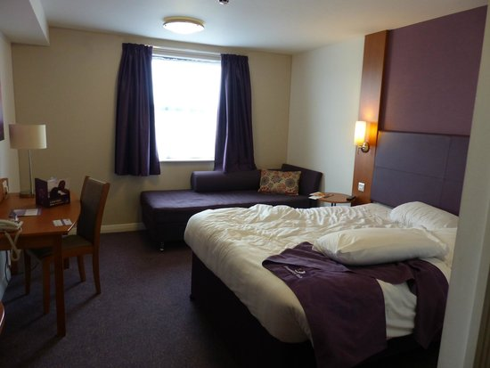 Premier Inn Edinburgh Park (The Gyle) Hotel: Nice big cool room