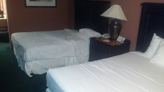 Laurel Hotel & Conference Center: Bed was like this when I got to my room.