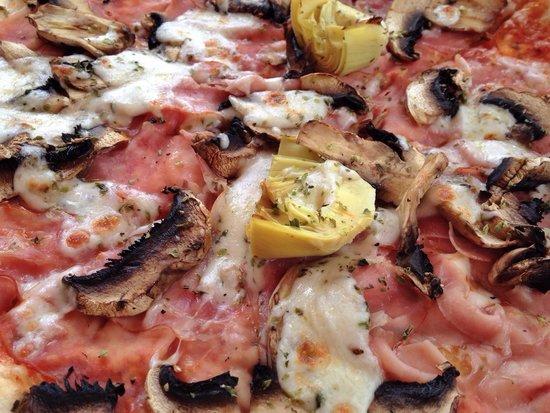Naye Pizzeria: Pizza jambon Bacon champignons artichauts