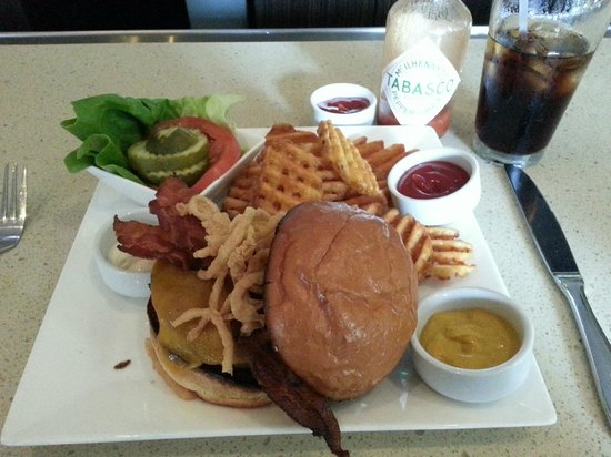 DoubleTree Suites by Hilton - Austin: Bacon cheeseburger available at the lounge