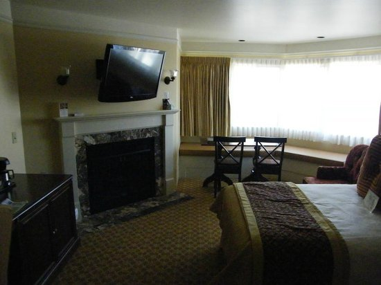 Best Western Plus Victorian Inn: lovely corner room...