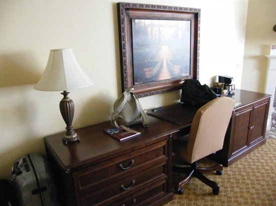Best Western Plus Victorian Inn: spacious room...