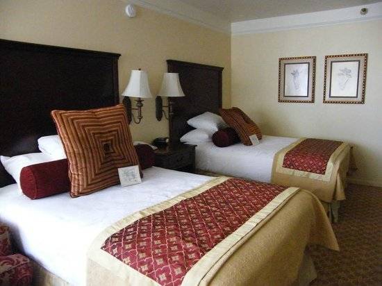 Best Western Plus Victorian Inn: two double beds...