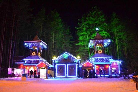 Ded Moroz Estate: С подсветкой ощущение волшебства сильнее