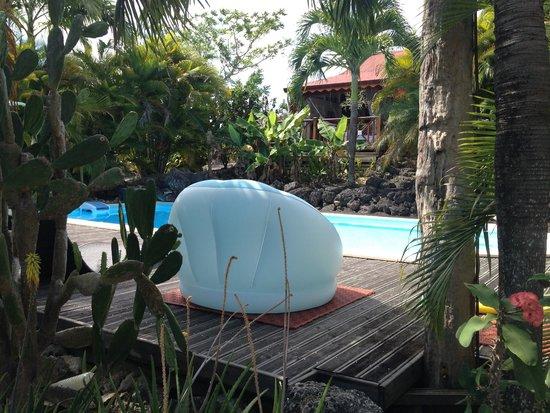 Ans Kaz: Vue sur la piscine