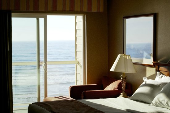 Elizabeth Oceanfront Suites: The view from inside the room
