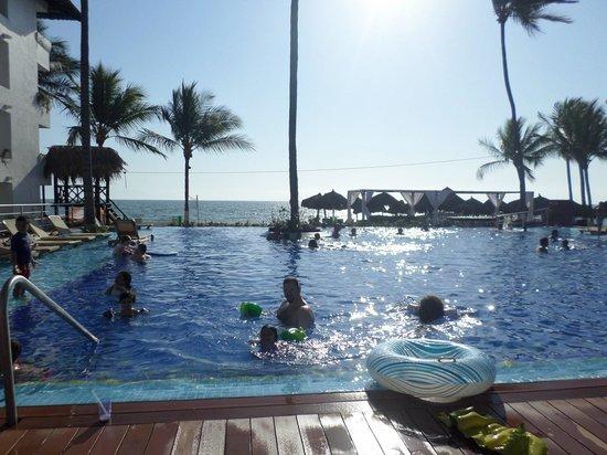 Crown Paradise Club Puerto Vallarta: main pool