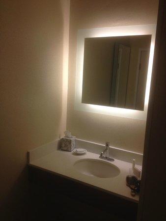 SpringHill Suites Pasadena Arcadia: Vanity / Wallpaper