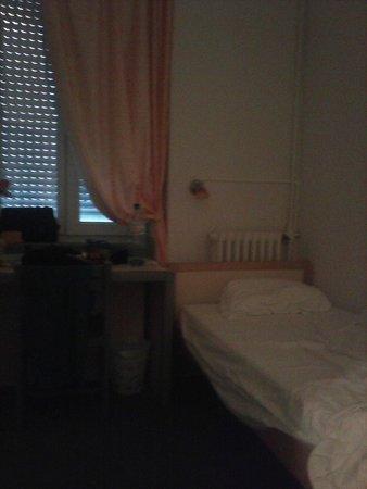Will's Hotel : un lado de la habitación liliputiense