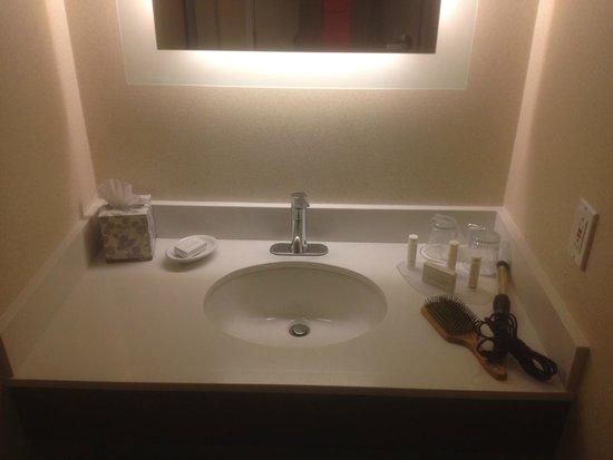 SpringHill Suites Pasadena Arcadia: Vanity/ Sink