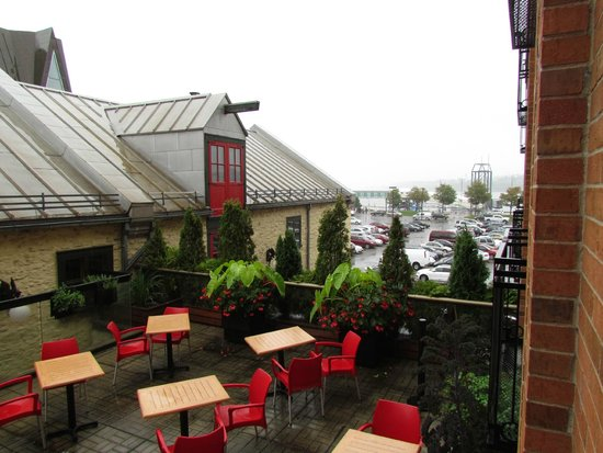 Auberge Saint-Antoine: View from Room 206 on a rainy day