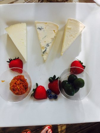 Veritas Vineyard & Winery: Our cheese board!