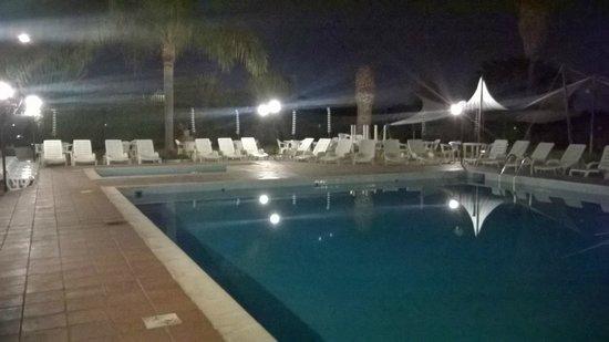 Hotel Relax : PISCINA DI NOTTE