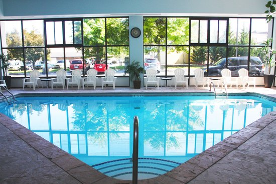 The Inn On The River : The heated inside pool looks out over the free parking lot