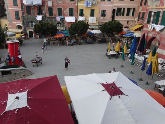 Franca Maria Rooms: View from room one of my beautiful girlfriend in the main square