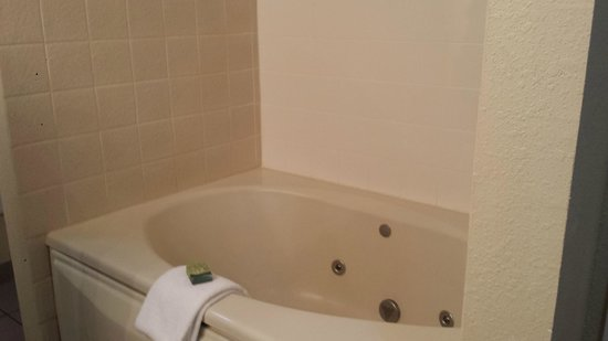 Royal Suites at  Atlantic Palace: Jacuzzi Bathtub