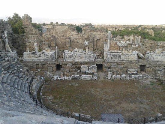 Greek Amphitheater : Side antik tiyatro yukarıdan sahne