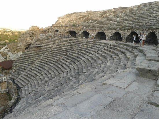 Greek Amphitheater : Side antik tiyatro tribünler