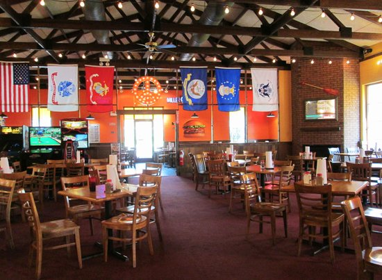 Fuddruckers There Is Lots Of Room To Sit In The Dining